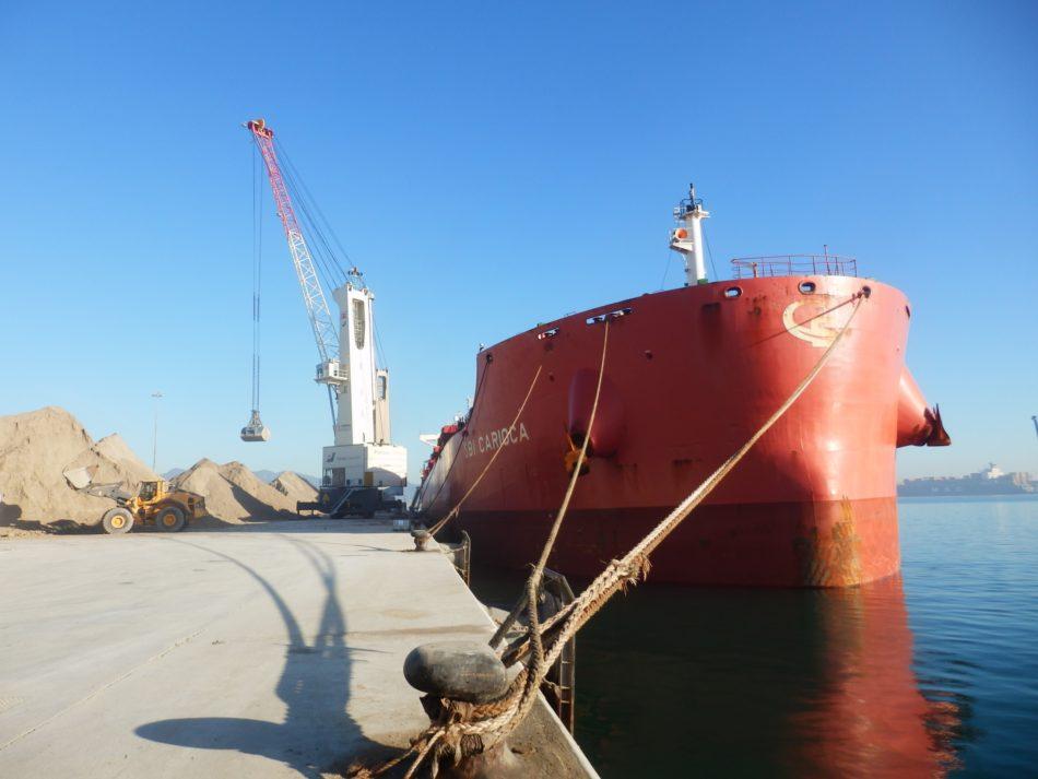 Imagen destacada Un buque bate el récord de cargamento de arcilla que llega a PortCastelló