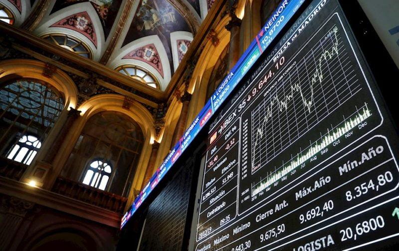 La bolsa española baja el 0,01 % pero sigue por encima de 7.100 puntos
