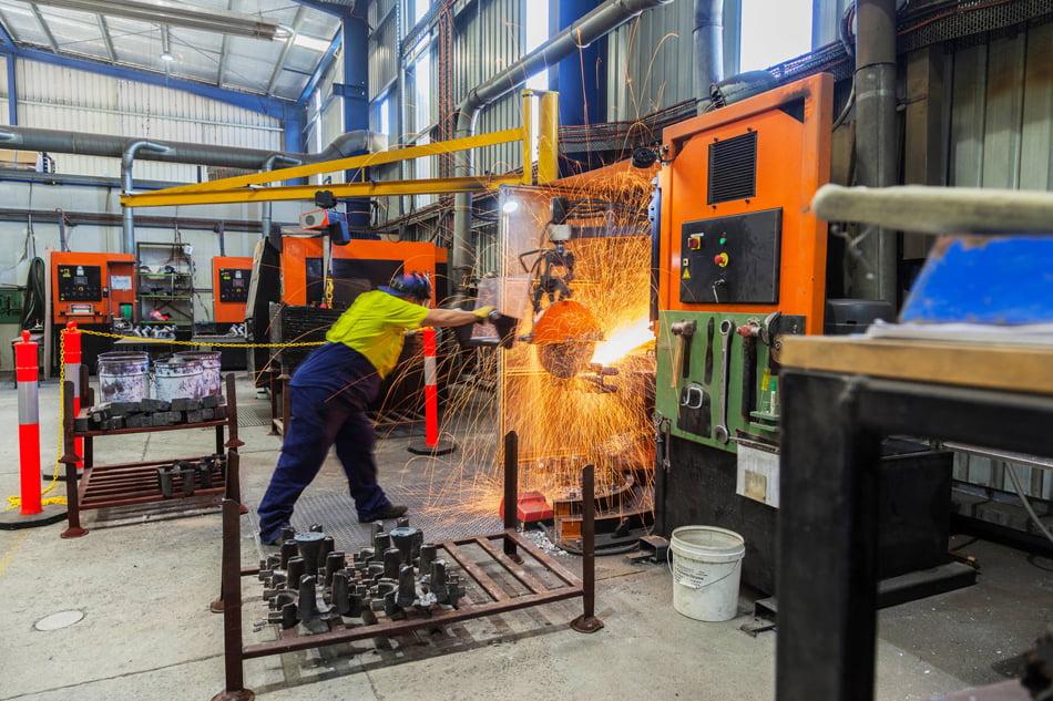 El índice anual de producción industrial valenciana cae un 1%