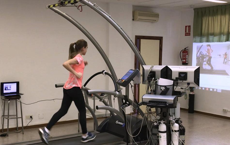 Imagen destacada Usan inteligencia artificial para prevenir lesiones en triatletas jóvenes