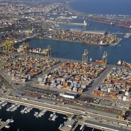 garantizan los servicios portuarios y comerciales