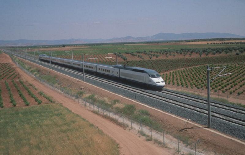 Renfe aumenta la programación de trenes entre Madrid y València
