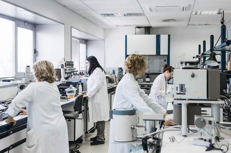 España mejora en integración laboral femenina, pero sigue a la cola de la OCDE