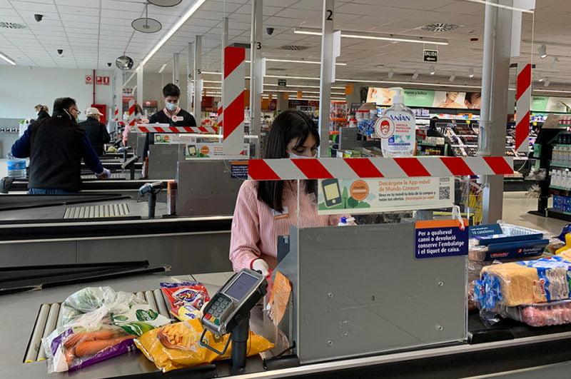 Consum gratifica con 280 euros a sus empleados por su esfuerzo ante el Covid-19