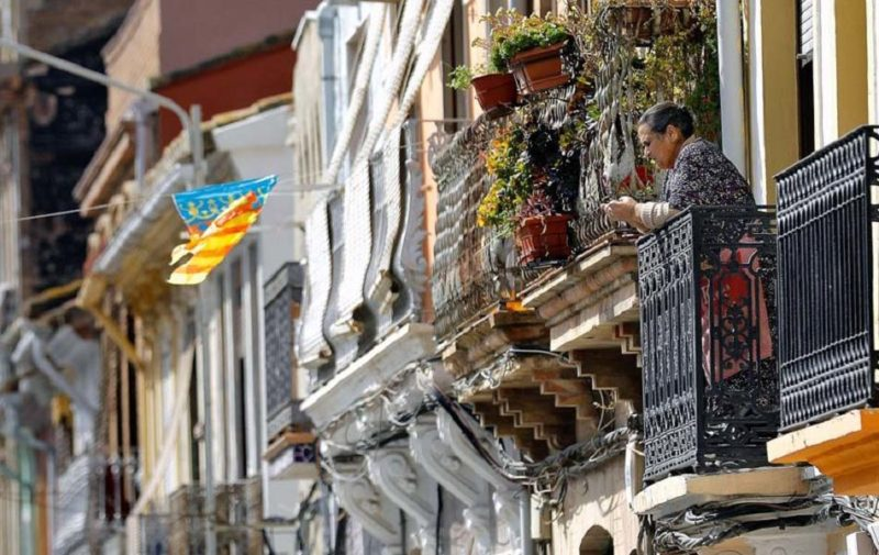 La fiesta de los balcones: la cita más social y artística del confinamiento