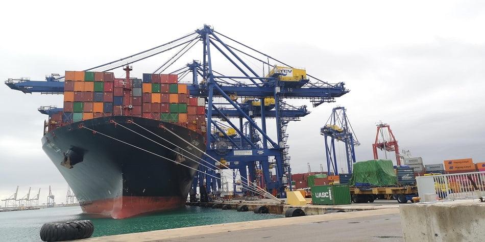 Imagen de un carguero en el puerto de Valencia.
