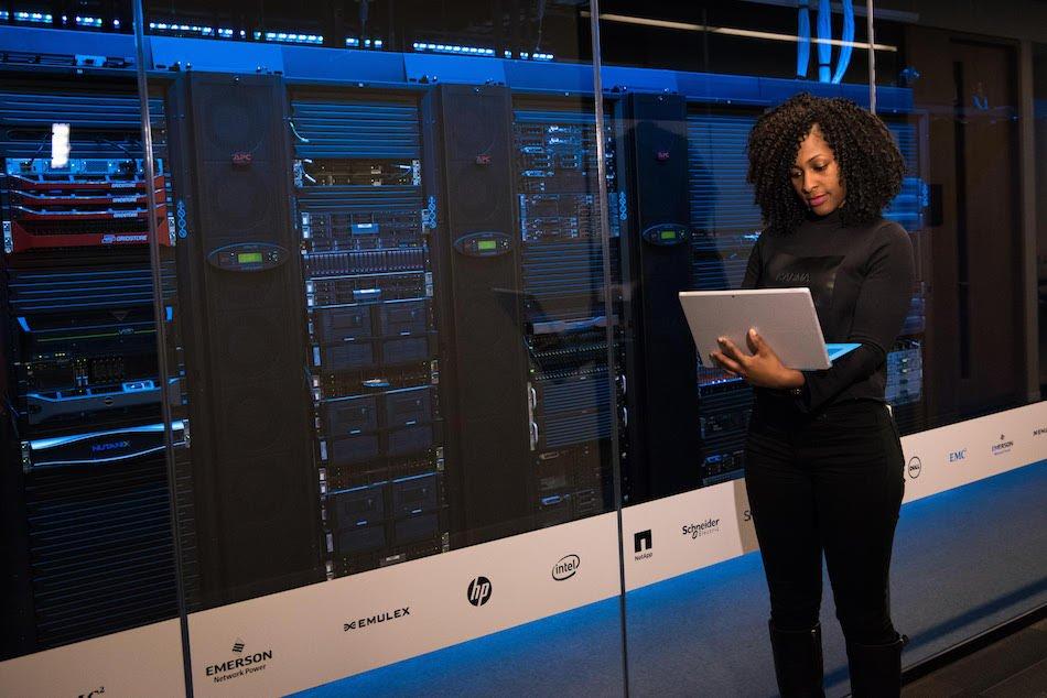 Las Naves presenta IANetica para impulsar el Tecnohumanismo en la era del Big Data