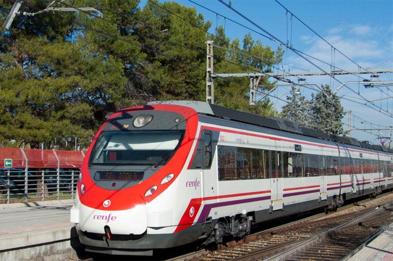 Renfe Cercanías reajusta el servicio en Valencia y refuerza la hora punta