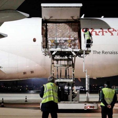 llegada-avion-material