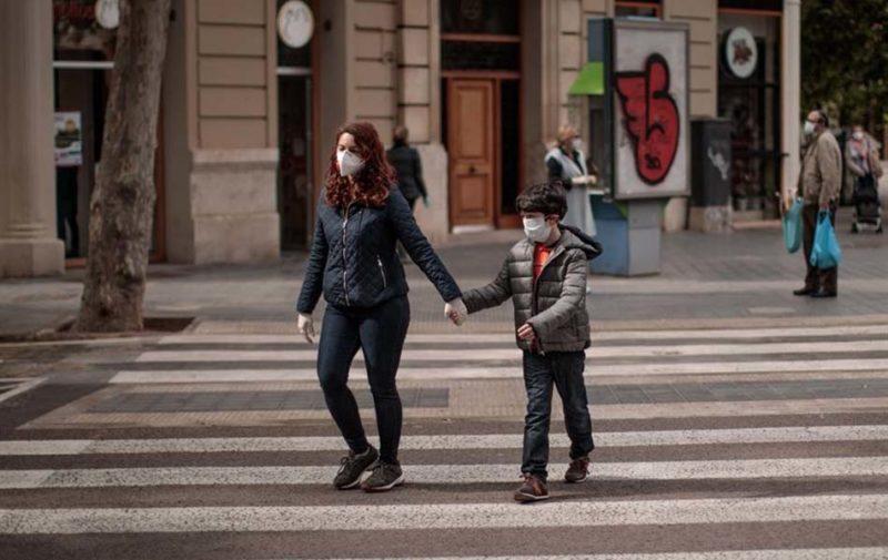 menores-paseando