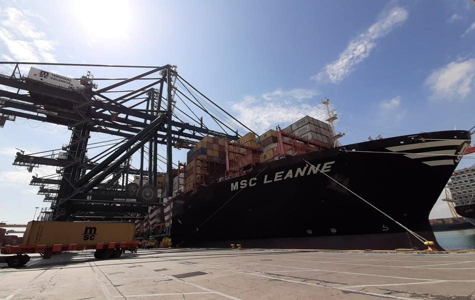 Atraca en València el primer carguero con material procedente de China
