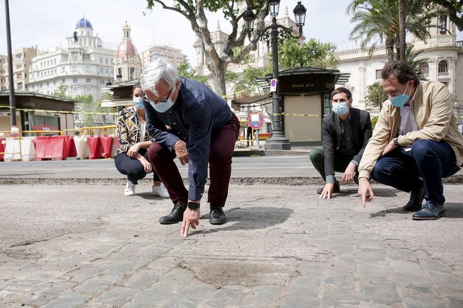 Imagen destacada Ribó inicia la peatonalización de la Plaza y llama a la reconstrucción de València