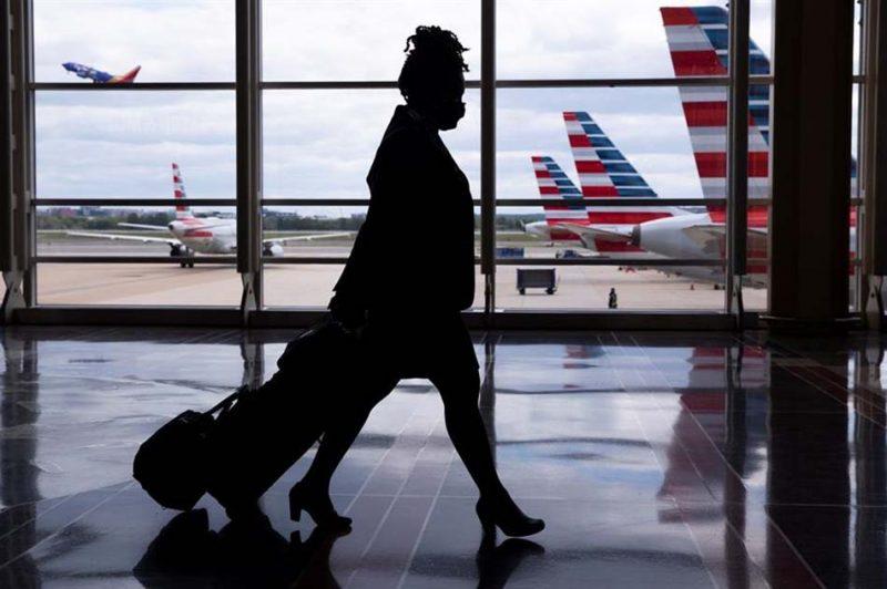 Los pasajeros en aeropuerto en Alicante cayeron 75 % y en Valencia 69 % en julio