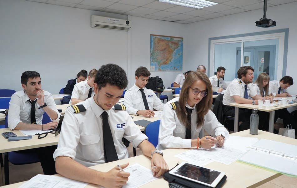 Imagen destacada European Flyers, la primera escuela europea de pilotos con capital 100% alicantino