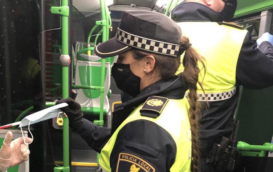 El Ayuntamiento pide a los ciudadanos que usen la mascarilla para evitar rebrotes