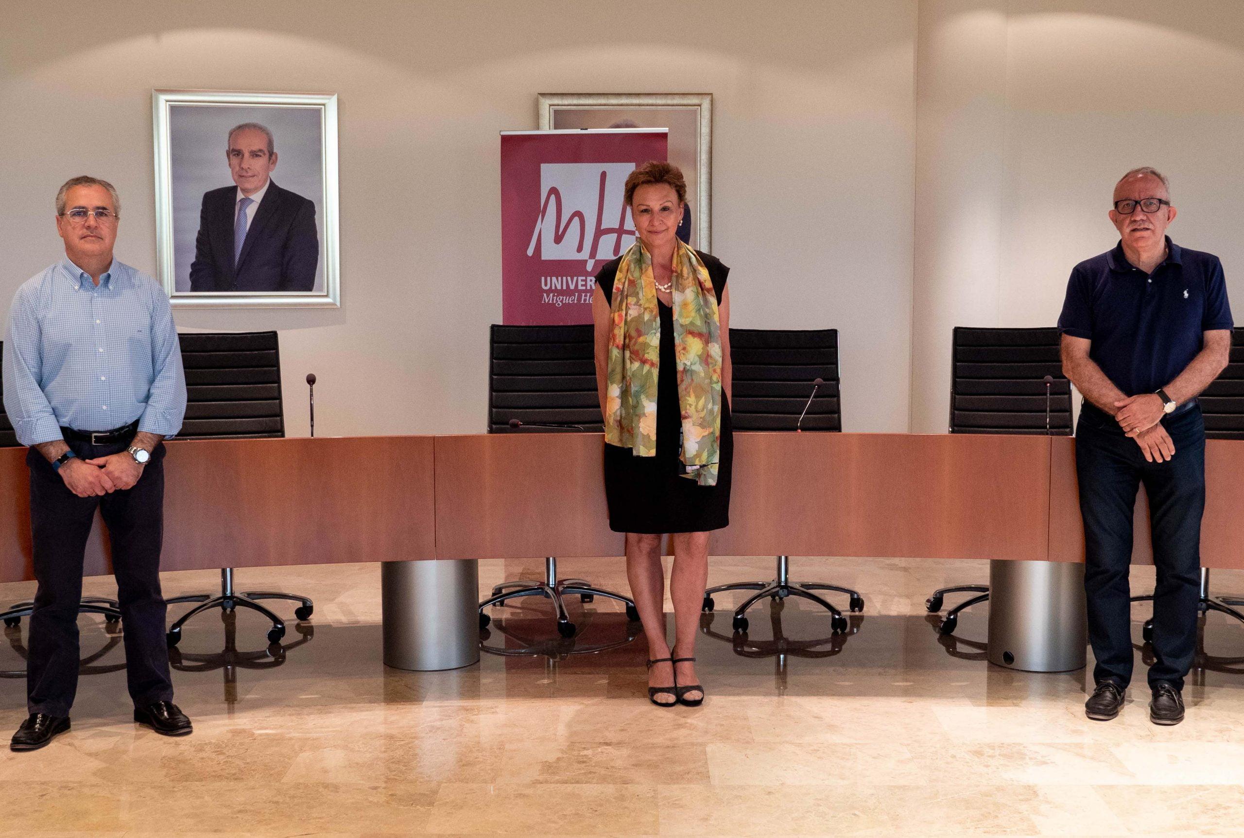 Aigües d'Elx dona 2.000 euros a 'La Enciclopedia virtual de Elche' de la UMH