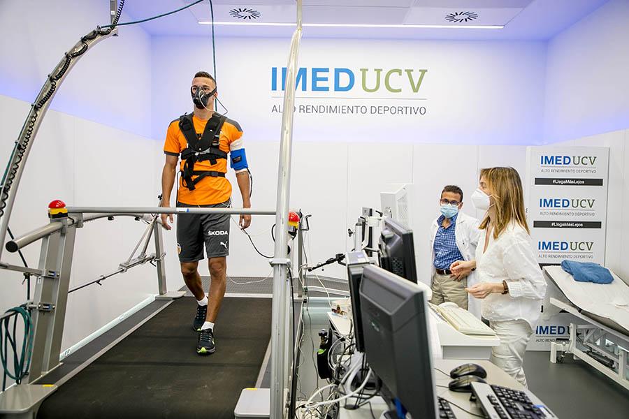 Imagen destacada Los jugadores del Valencia CF se someten a las pruebas de pretemporada en el IMEDUCV
