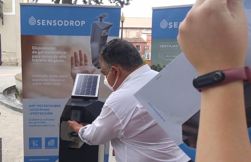 Una empresa de Orihuela patenta un dispensador de gel solar y antivandalismo