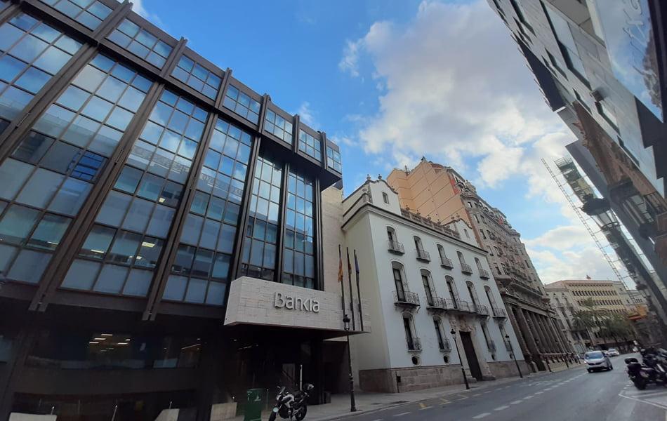 Imagen destacada Las duplicidades ponen en la mira a 91 oficinas de Bankia y Caixabank en València