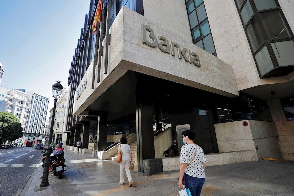 Imagen destacada El FROB iniciará la valoración del acuerdo CaixaBank-Bankia tras los consejos
