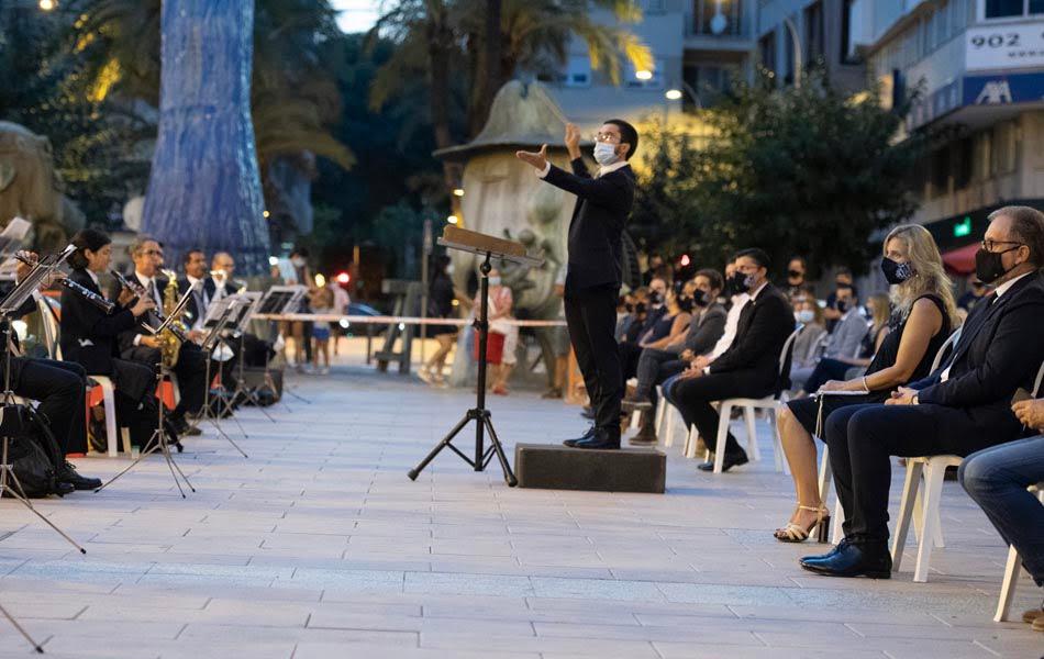 Imagen destacada José Martí asiste al concierto homenaje a las víctimas de la Covid-19