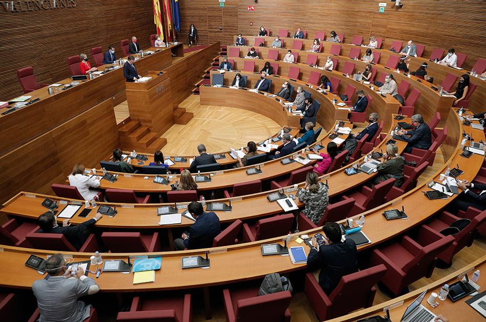 Imagen destacada Les Corts debaten reforzar la Agencia Tributaria y ayudar a los autónomos