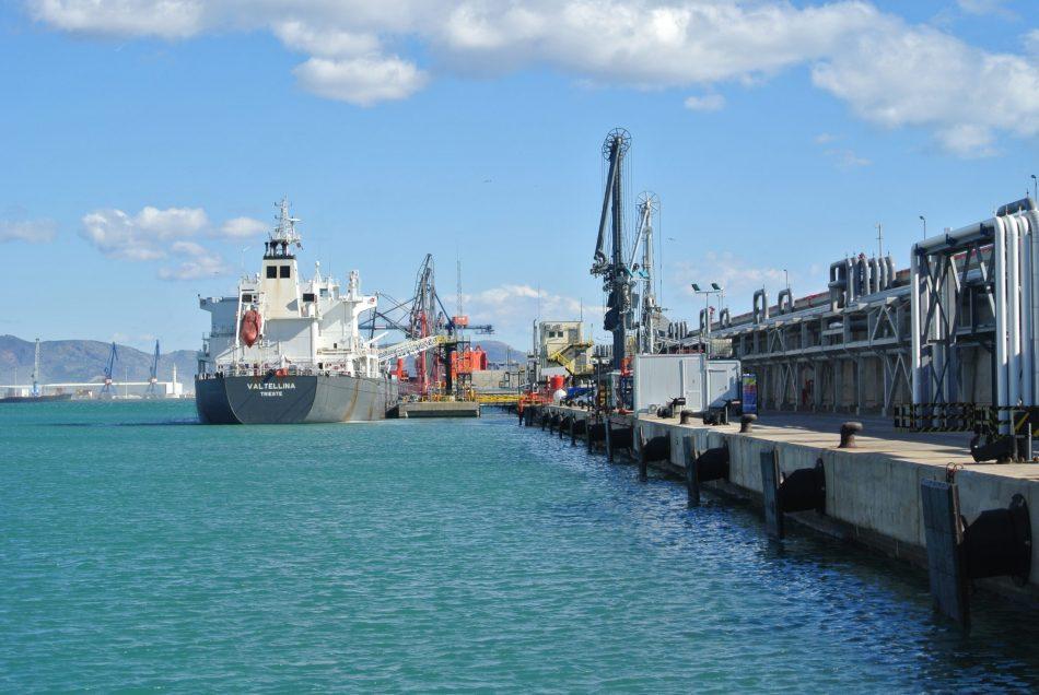 Muelle de graneles líquidos del puerto de Castellón. PortCastelló