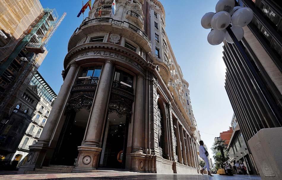 Imagen destacada Los equipos de CaixaBank y Bankia trabajan contrarreloj para anunciar fusión