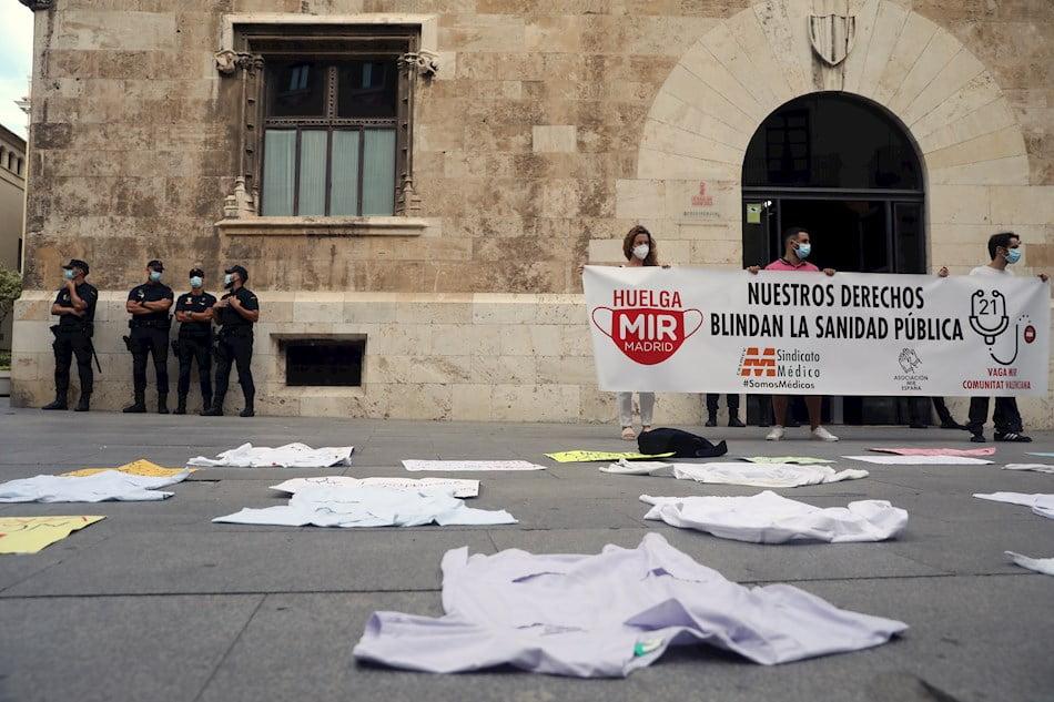 Imagen destacada Los MIR rompen las negociaciones con Sanidad tras una reunión