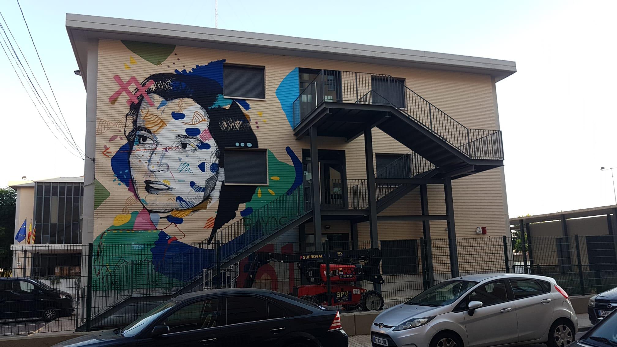 Imagen destacada El mural de Rosalind Franklin llena de color el Instituto Ramón Muntaner