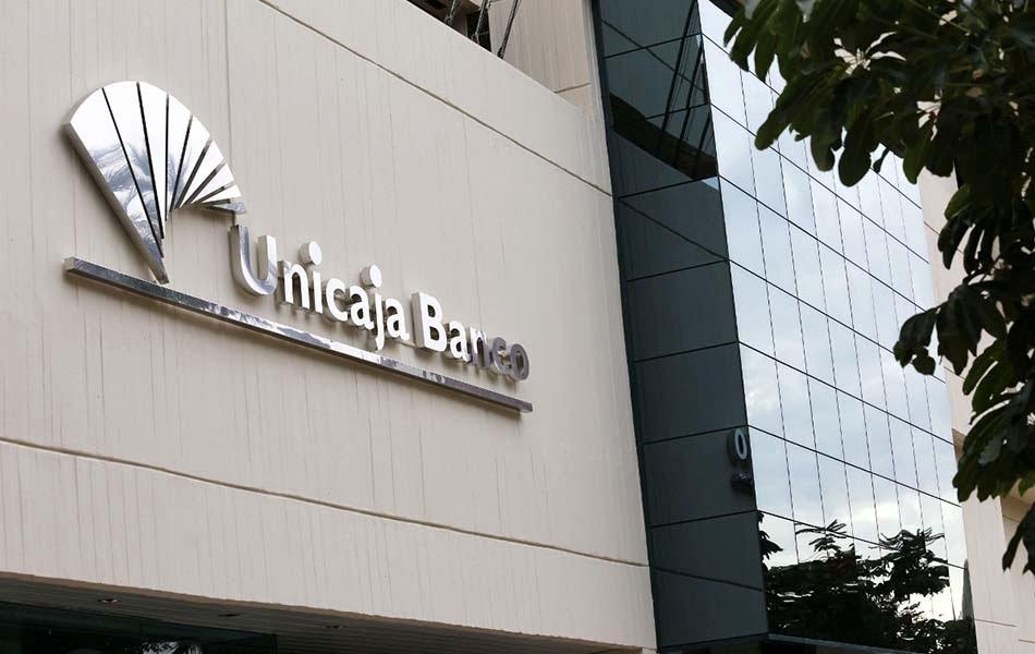 Unicaja Banco y Liberbank podrían tener los informes de auditoría en un mes