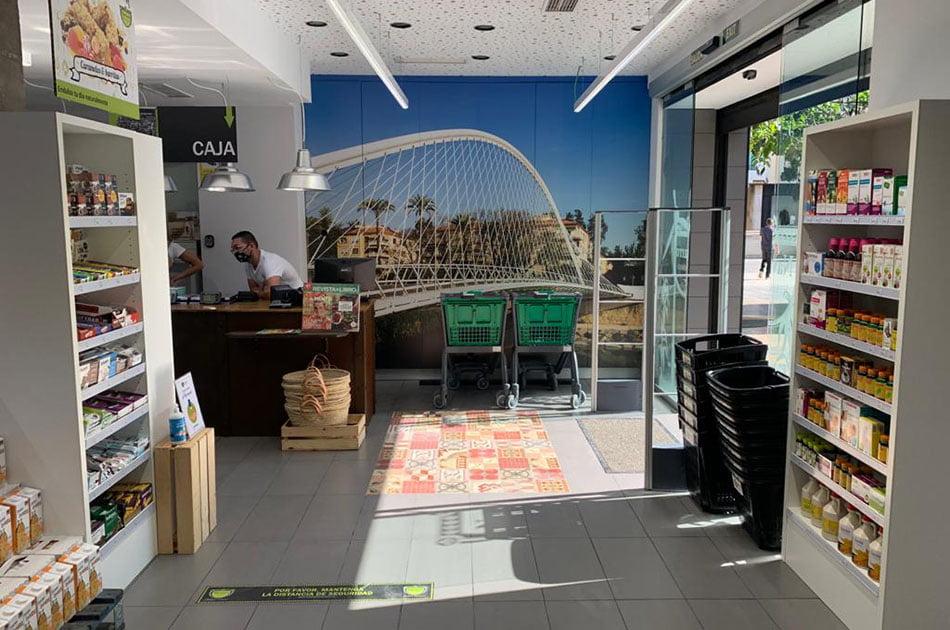 Herbolario Navarro adquiere supermercados de la cadena Bio c'Bon en España