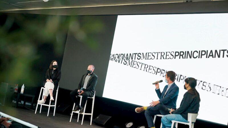 Debate entre cuatro ponentes en la presentación de Mestres principiants