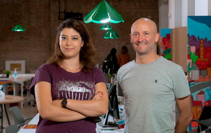 Borja Valero, CEO de Organic Boosting, junto a Sana Dallagi, técnica de compras y comercio exterior.