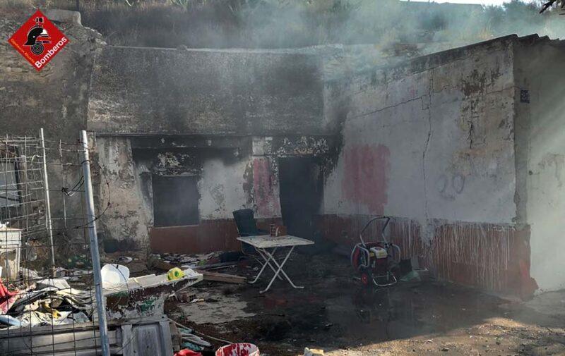 una casa incendiada