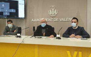 El alcalde de Valencia, Joan Ribó, en la presentación de las nuevas ayudas a la instalación de placas fotovoltaivas