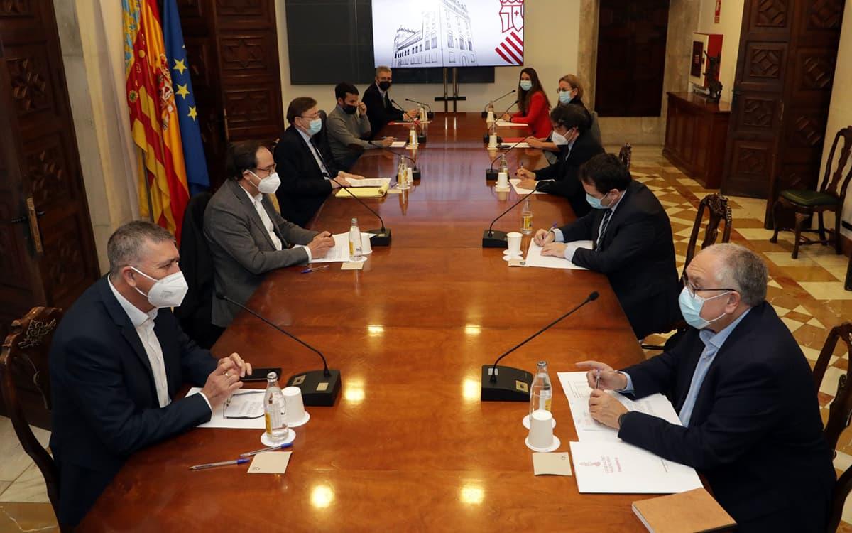 Diferentes consellers reunidos con Ximo Puig