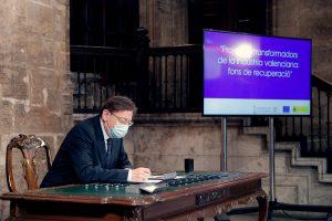 El president de la Generalitat, Ximo Puig, durante la firma de un protocolo entre la Generalitat y las entidades que lideran proyectos tractores de la industria valenciana en el marco del Plan de Recuperación.