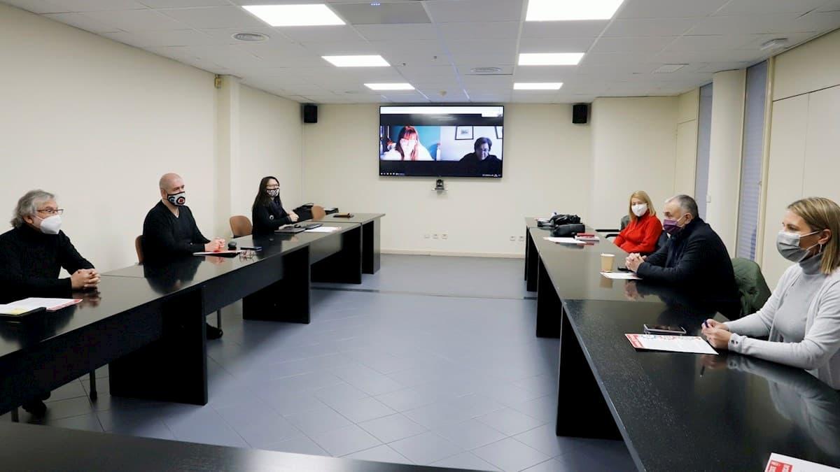 Los secretarios generales de CCOO y UGT, Unai Sordo (2i) y Pepe Álvarez (2d), respectivamente, durante la reunión de las ejecutivas de ambos sindicatos.