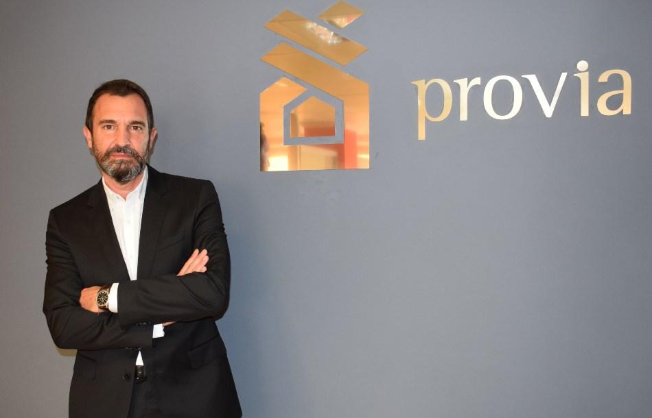 Pedro Javier Soliveres, presidente de Provia, en la sede de la asociación en Alicante. /Provia