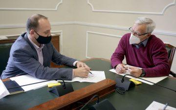 El conseller de Vivienda, Rubén Martínez Dalmau, junto al alcalde de València, Joan Ribó.
