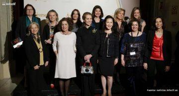 Las mujeres líderes españolas galardonas junto a la Infanta Elena. / Agencia EFE