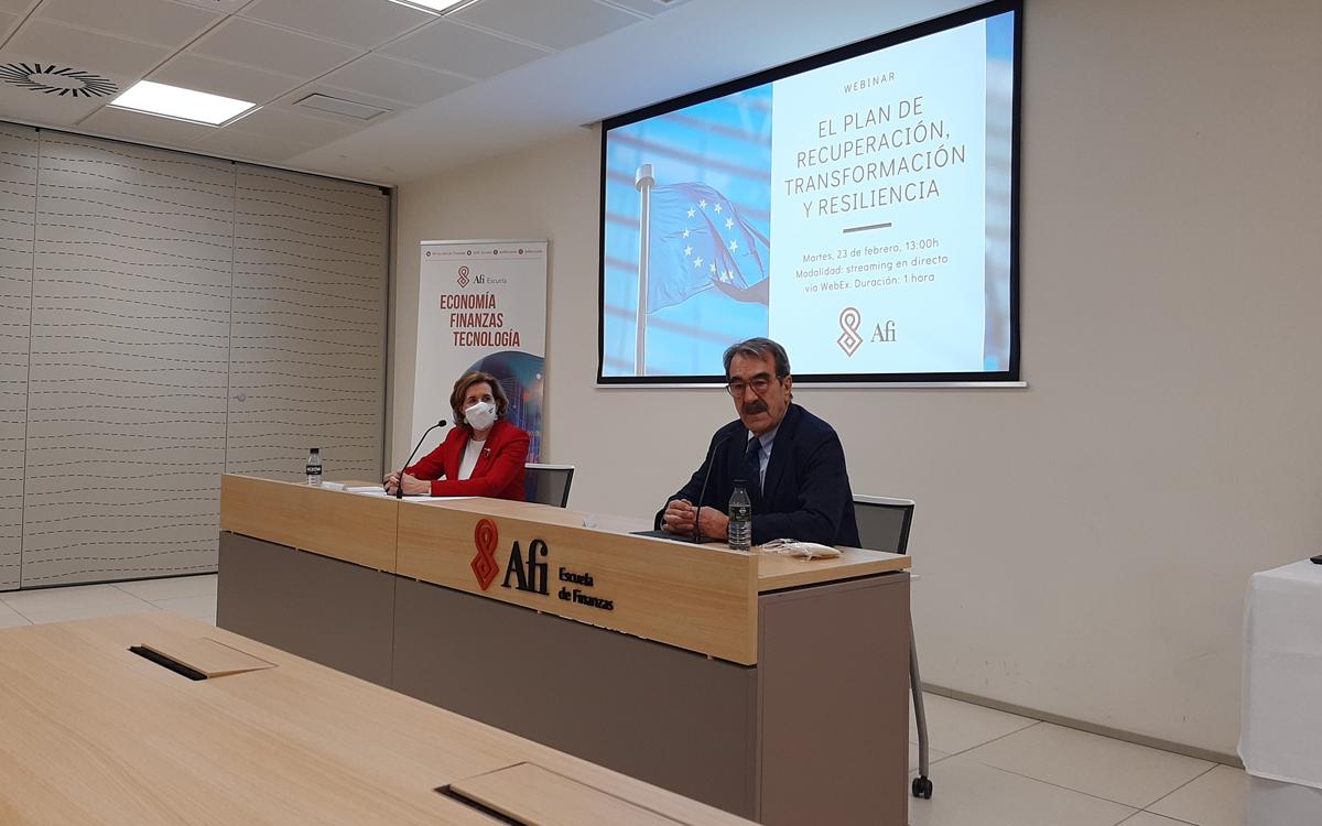 Ana de la Cueva y Emilio Ontiveros en la jornada de la Afi