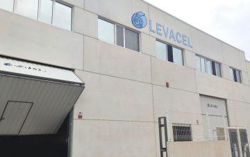 Detalle de la fachada de la empresa valenciana Levacel.