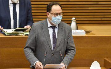 El conseller de Hacienda, Vicent Soler, en la sesión plenaria de Les Corts de este miércoles.