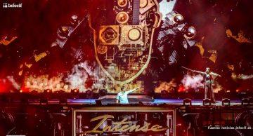 Armin Van Buuren actuando en uno de sus festivales de la gira internacional que ha recorrido más de 30 ciudades
