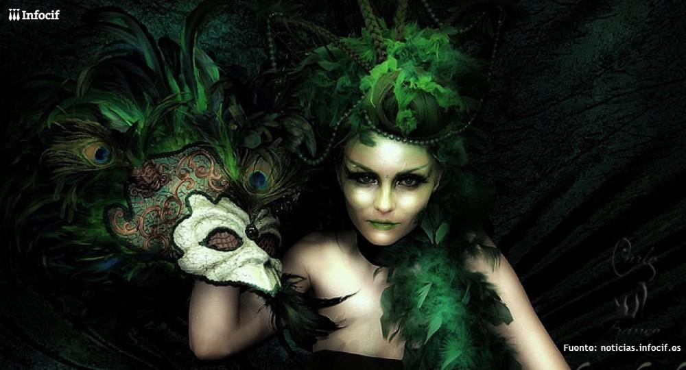 Máscara inspirada en el mundo onírico de los cuentos elaborada con cobre repujado, pasamanería de seda,cristal verde, plumas de papagayo verde y ojos de pavo real.