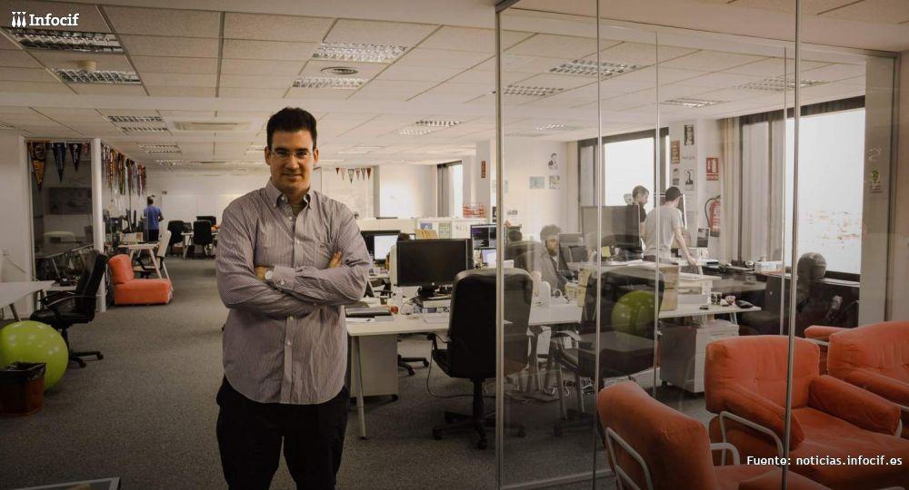 Iker Marcaide, fundador de Peertransfer en su sede de Valencia
