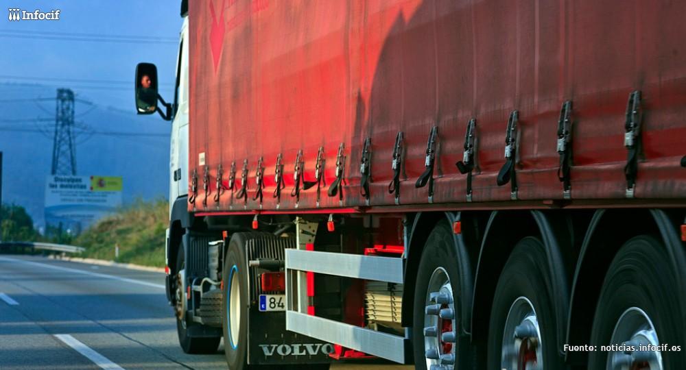 El transporte no descarta un paro indefinido por el 'céntimo sanitario'. Foto: Tomás Fano cc