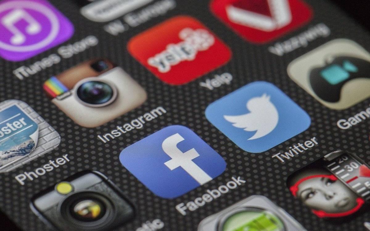Plataformas de redes sociales en un teléfono móvil